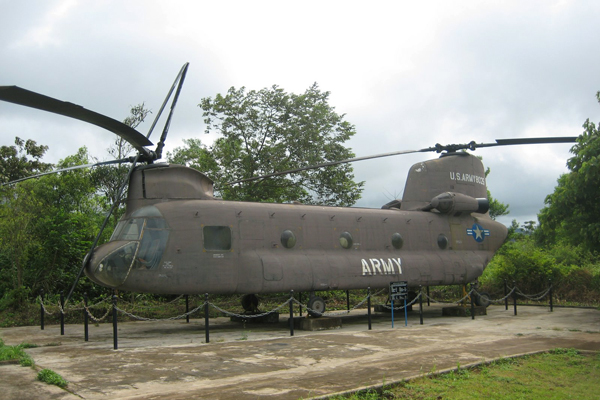 American aircraft in DMZ, Hue