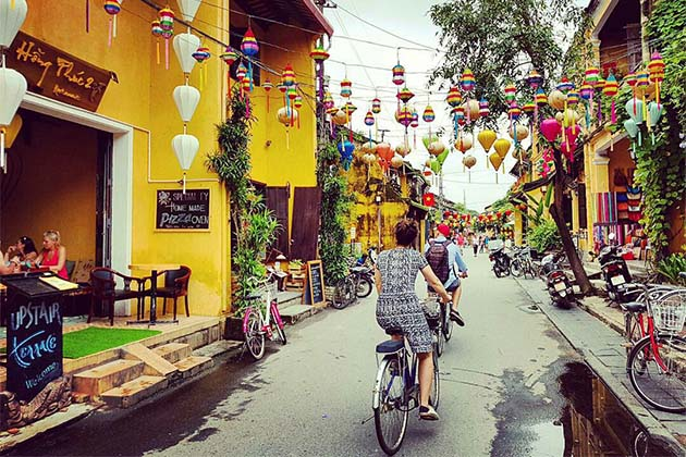 Biking tour to discover the Ancient Town of Hoi An - Indochina Tours