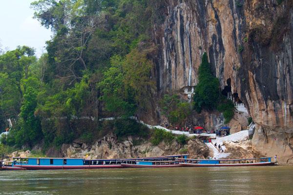 Boat trip ti visit Pak Ou Caves