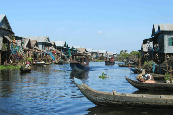Floating village of Chong Khneas - Vietnam Cambodia Tour Package