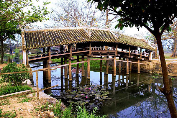 The old tole-roofed bridge in Thanh Toan Village