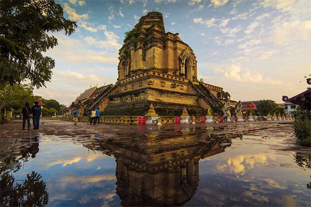 Wat Chedi Luang - Southeast Asia Vacations 19 Days