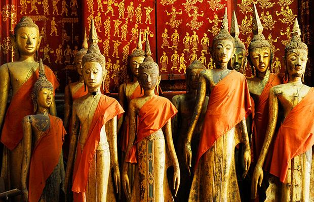 Golden Buddha statues inside Wat Xieng Thong
