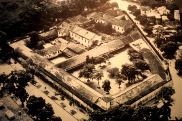 Hoa Lo Prison in the past