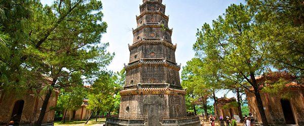 Phuoc Duyen Stupa in front of Thien Mu Pagoda