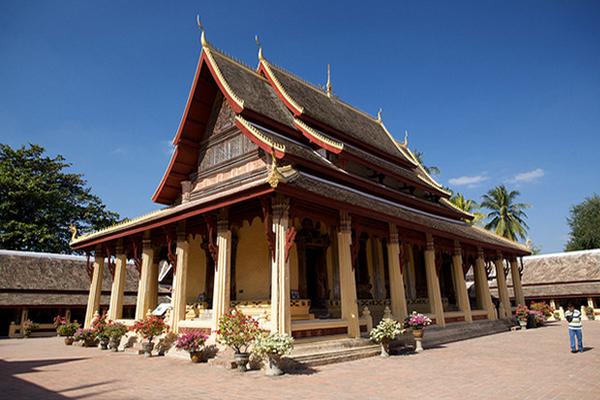 Hasil gambar untuk Wat Si Saket 600 x 400