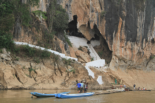 The entrance of Pak Ou cave