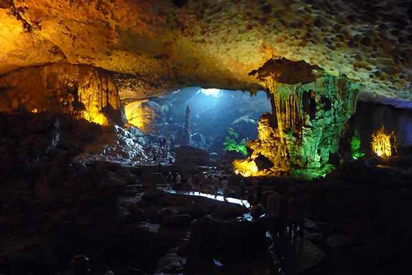 Dau Go cave, Ha Long Bay