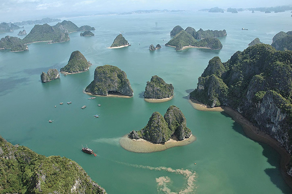 Rocky Dog Islet, Ha Long Bay