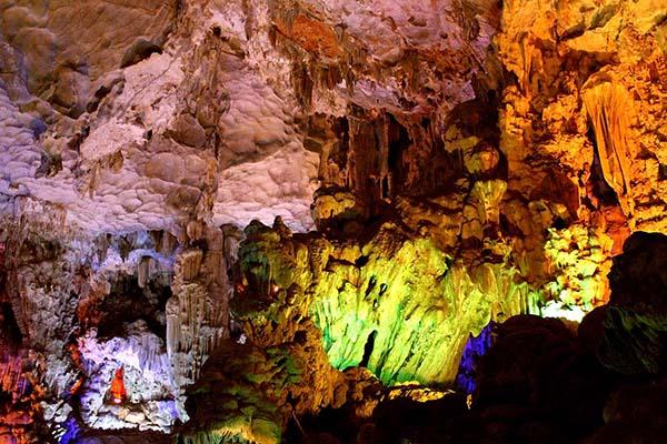 Paradise Cave, Halong Bay