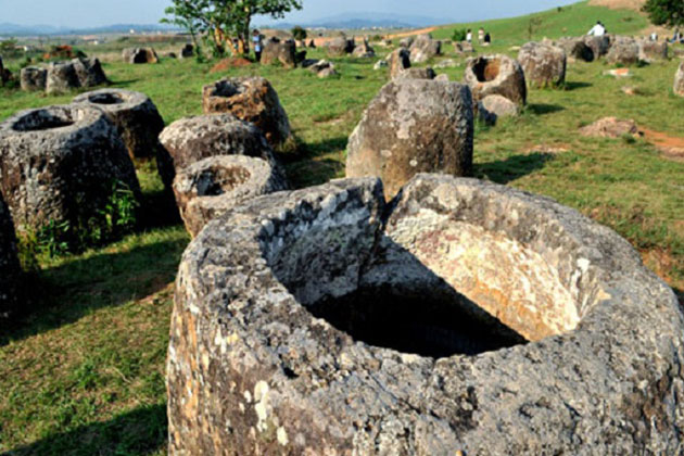 Discover the mysterious jar field in Xiengkhuang