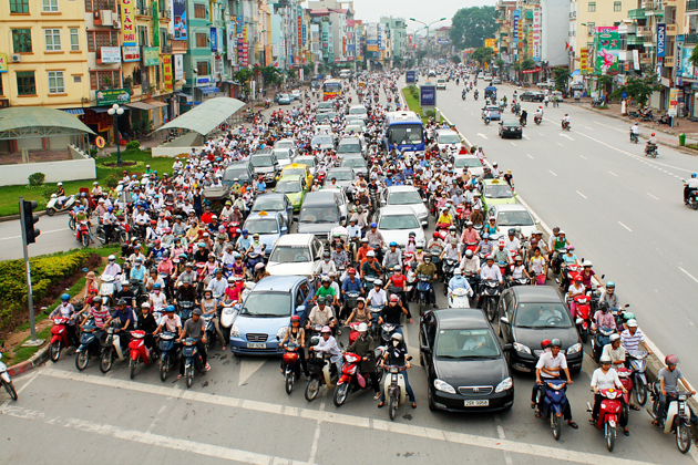 The increase of vehicles makes the traffic in Vietnam unpredictable