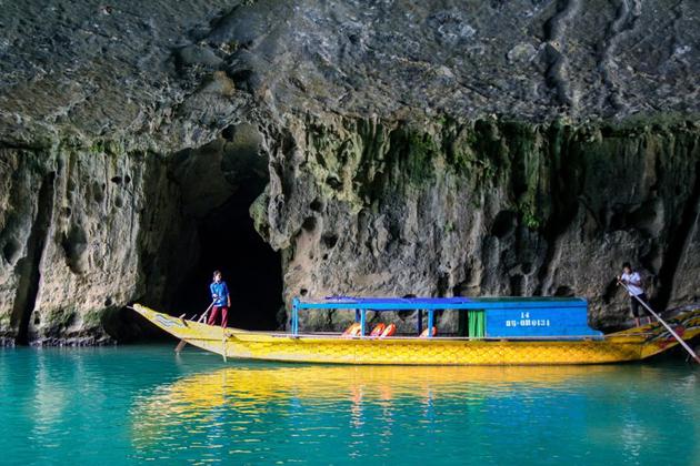 Boat trip to visit Phong Nha Cave
