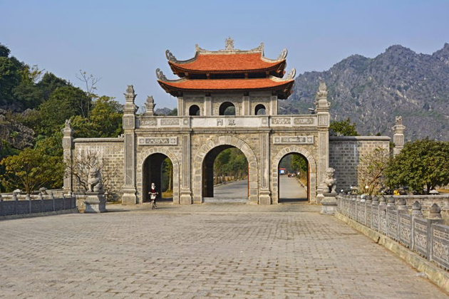 Gateway to King Dinh Tien Hoang Temple
