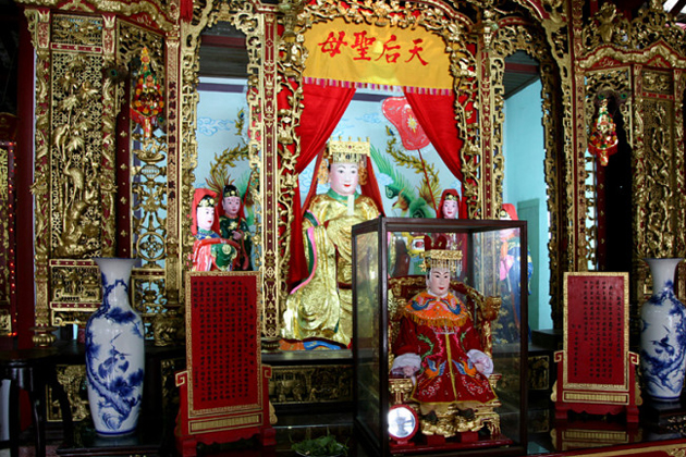 Mother Mazu worshiping in Duong Thuong Assembly Hall