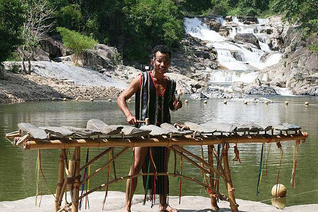 Dan Da Lithophone vietnam traditional musical instruments