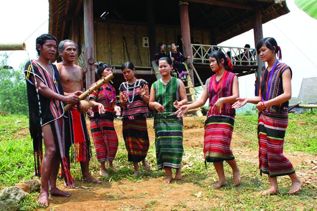 Vietnam ethnic costume