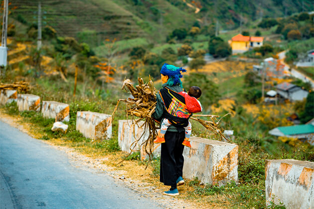 Enthic People in Sapa - Indochina Travel Packages 24 Days
