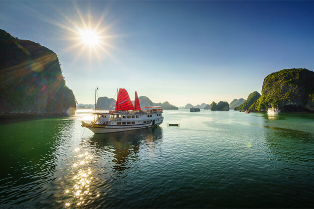 Halong Bay in Sunshine - 21 Days in Vietnam anh Cambodia