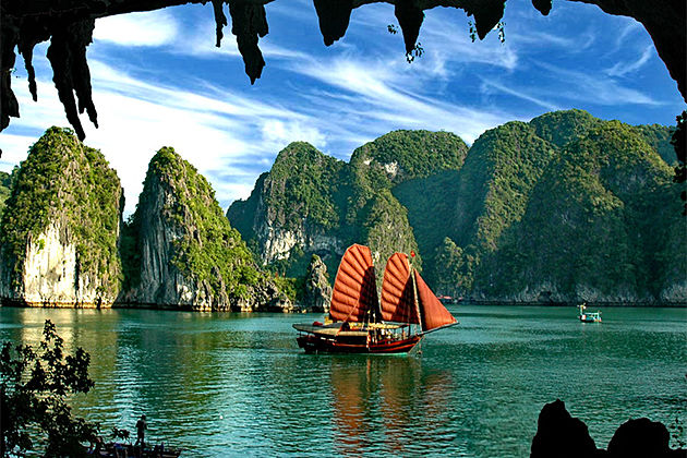 Halong Bay Cruise - Indochina Tours to Vietnam Laos