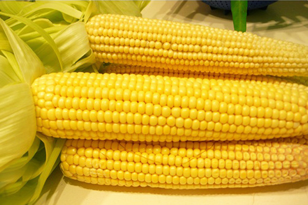 Boiled Corn - A Vietnamese Fast Food