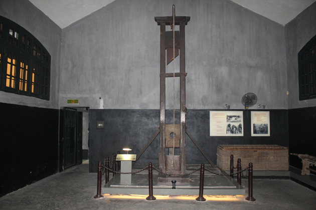 hoa lo prison indochina tours
