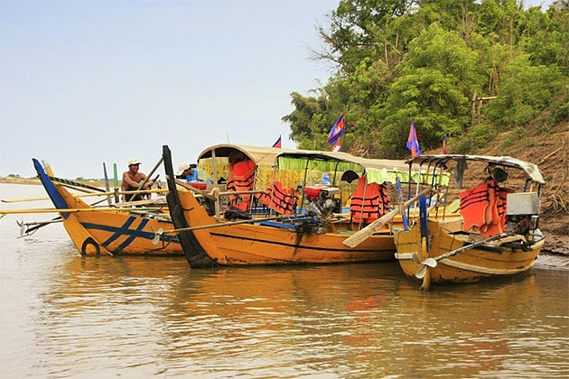 Boat Trip along Mekong River in Kratie - Indochina tours