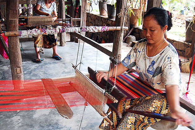 Weaving village of Ban Xiengthong Indochina Trip