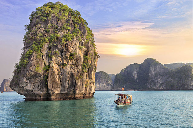Indochina tours to Vietnam & Cambodia – Halong Bay