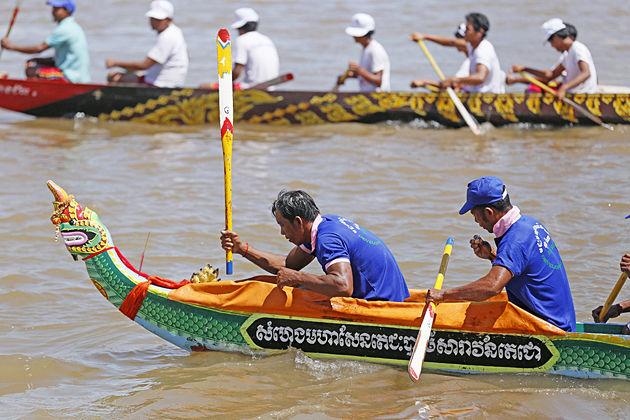 water festival in cambodia