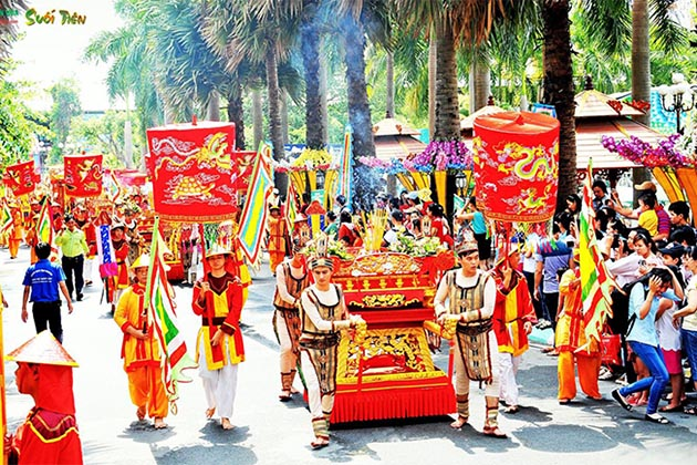 The procession in the traditional commemoration of Hung Kings