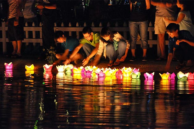 Vu Lan Festival - a traditional ceremony for Vietnamese to show the respect to their parents