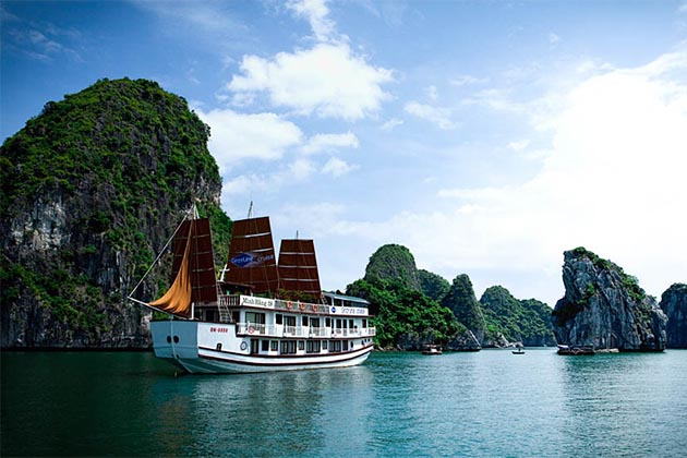 halong bay cruise - must-visit place in southeast asia tours