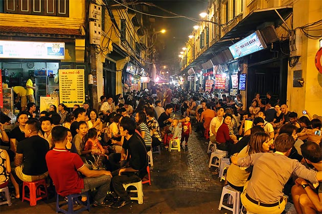sample streets foods in Hanoi old quarter