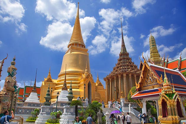end your southeast asia tour package in wat phra krew in bangkok city