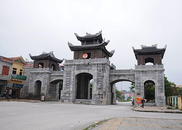 Hoa Lu Ancient Capital Ninh Binh - Vietnam Laos 11 Day Tour