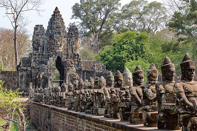 Southgate of Angkor Thom – Impressive Vietnam Cambodia Tours