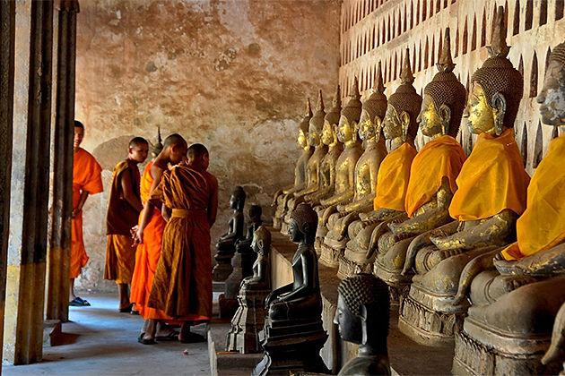 Buddha statues in wat sisaket vientiane - Cambodia Laos 15 day tour