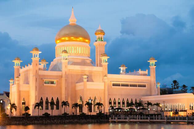 Omar Ali Saifuddien Mosque brunei southeast asia tours