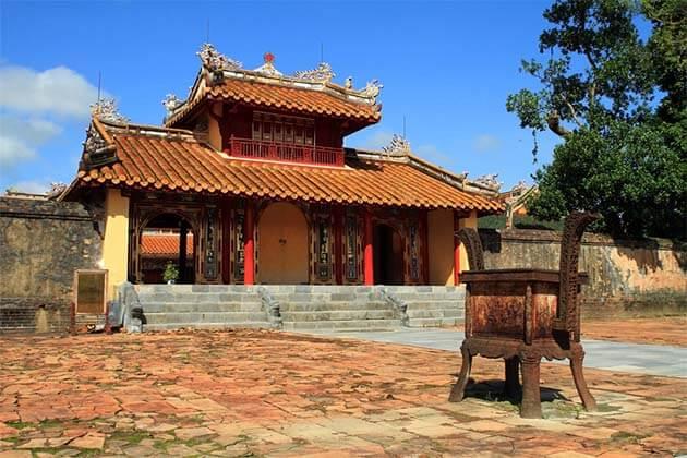 Tomb of King Minh Mang - Vietnam Laos Vacations