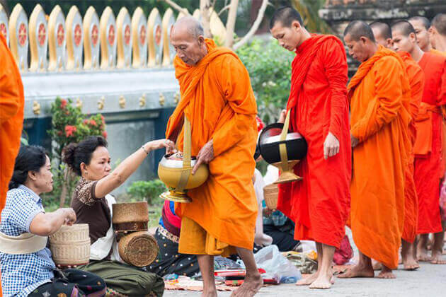 alms giving ceremony luang prabang