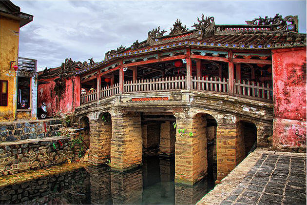 japanese covered bridge hoian vietnam cambodia laos 21 day itinerary
