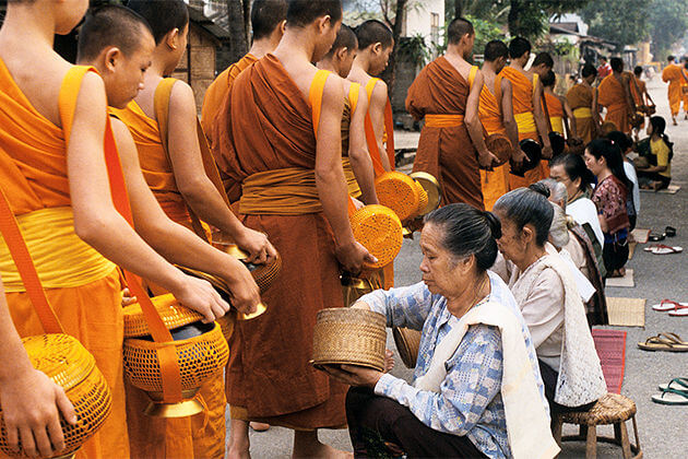 vientiane daily alms giving ceremony