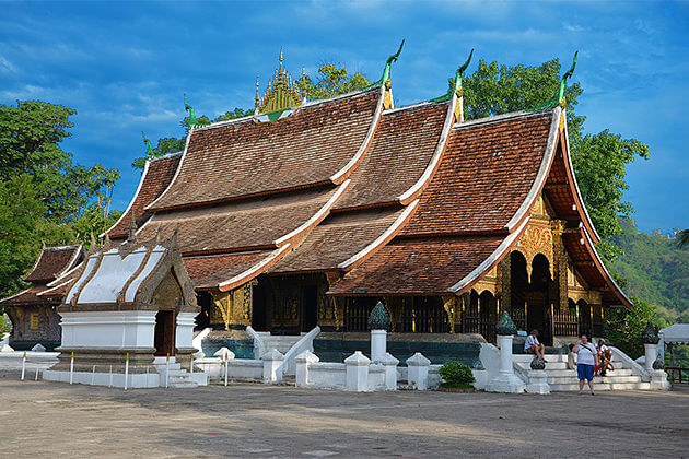 wat xieng thong laos cambodia travel packages