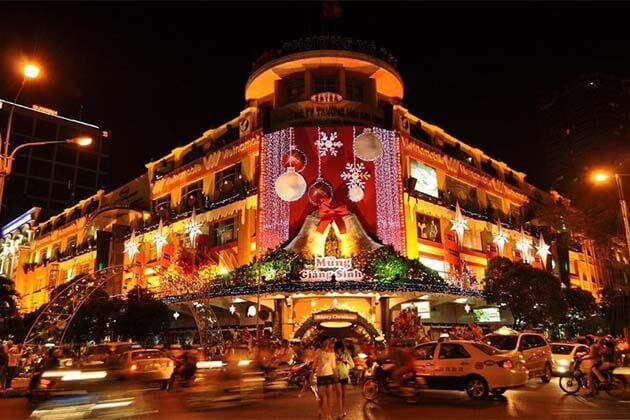 Christmas Day-in-Hanoi-Street-Vietnam-Christmas-Holidays